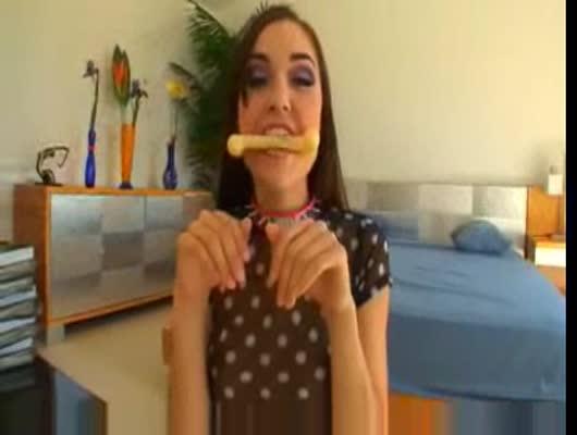mega-porno-video-sasha-grey-video-buhuyu-v-stelku-babu-trahayut