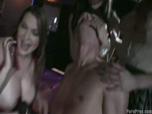Порно видео богатая зрелая дамочка и стриптизер воронеже шлюхи обвязка