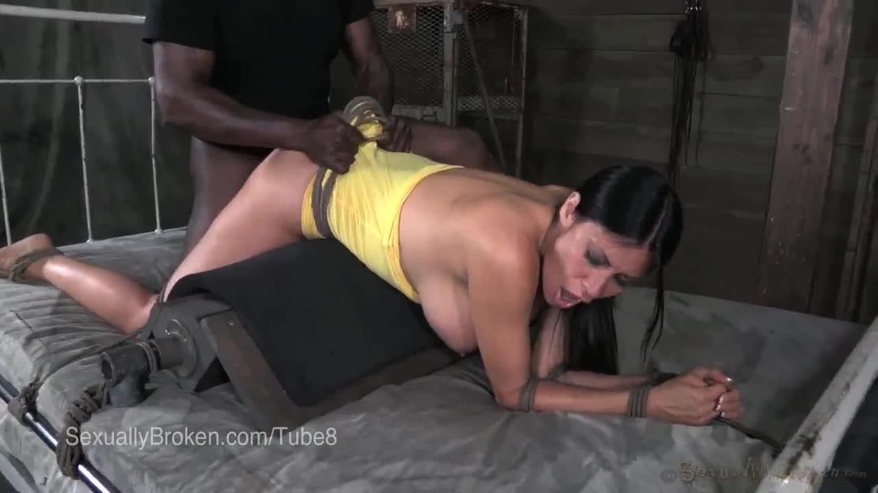 Из двух красавиц выбрали брюнетку мега порно