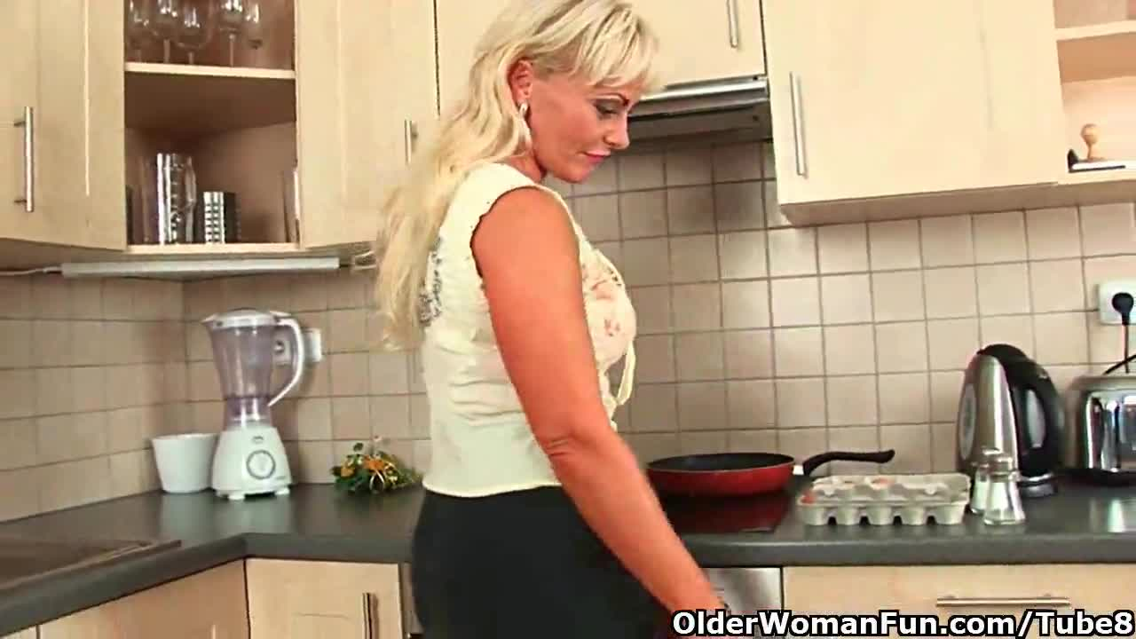 Милая дамочка трахается русское