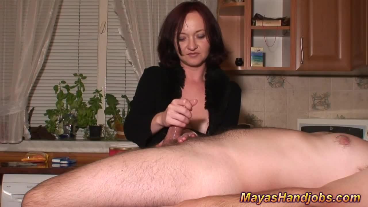 Порно бабы жестко дрочат член дроч, девушка увидела как парень дрочит и секс