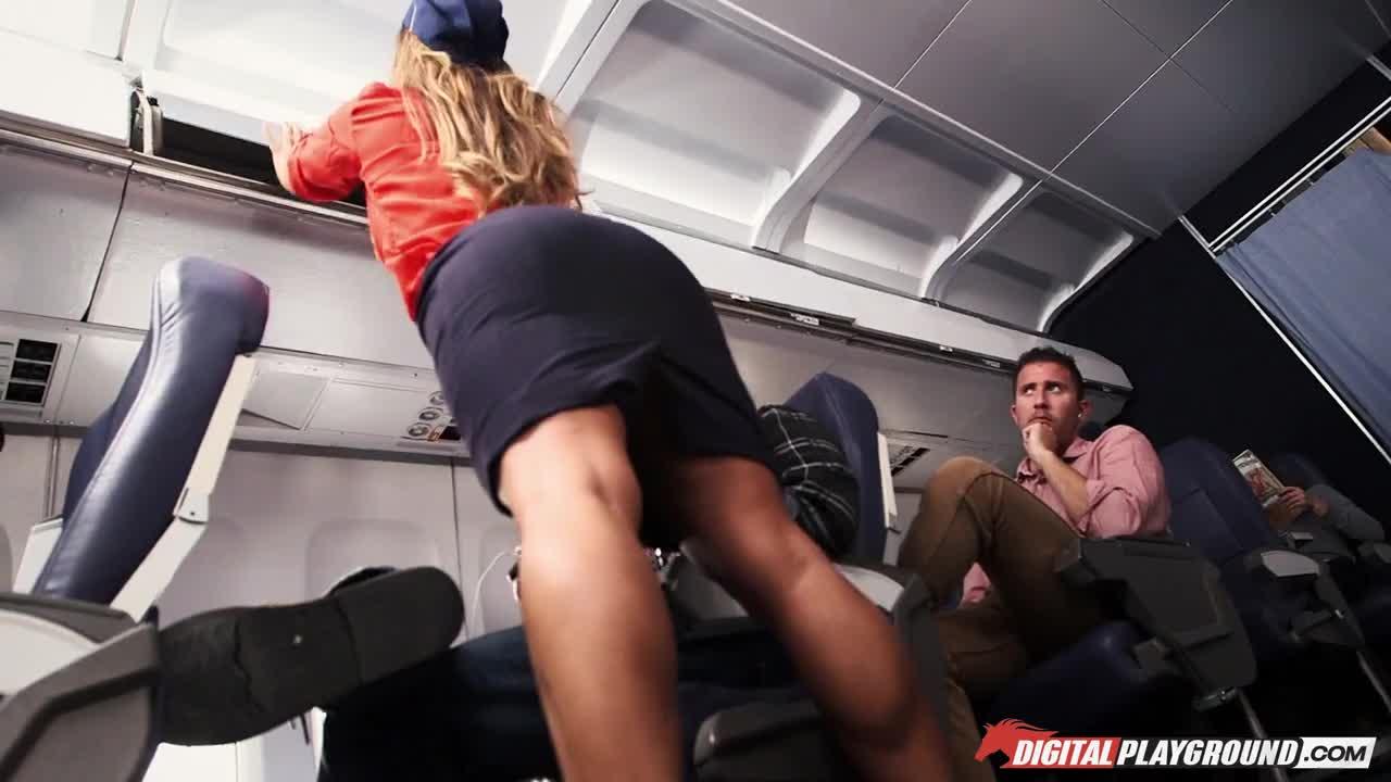 Девушка в самолете захотела секса порно