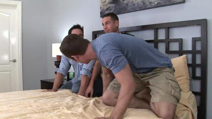 Геи порно тройничок
