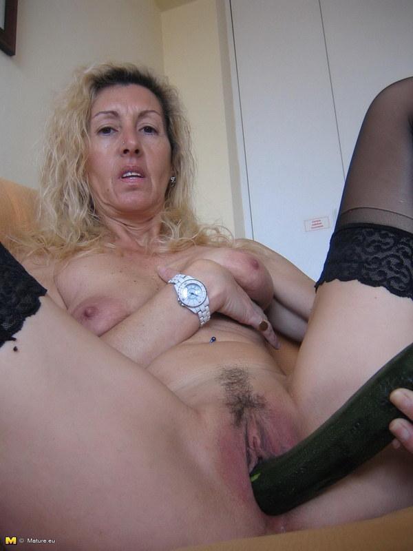 мастурбирующие старухи с отвисшимися сиськами
