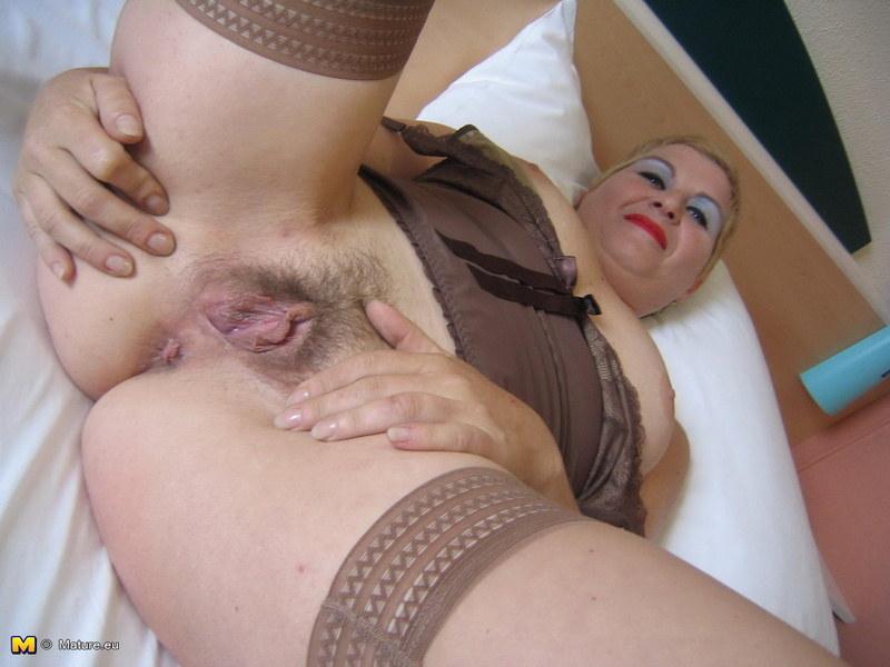 Тетя показывает пизду и анус фото