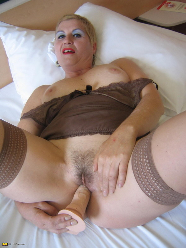 Извращенная оргия зрелых женщин, как разорвать пизду во время секса фото