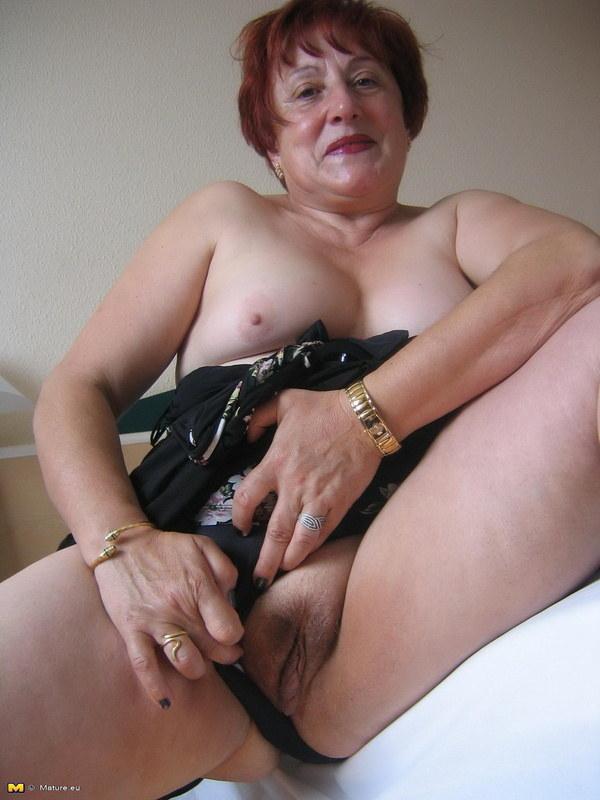 бабка мастурбирует фото