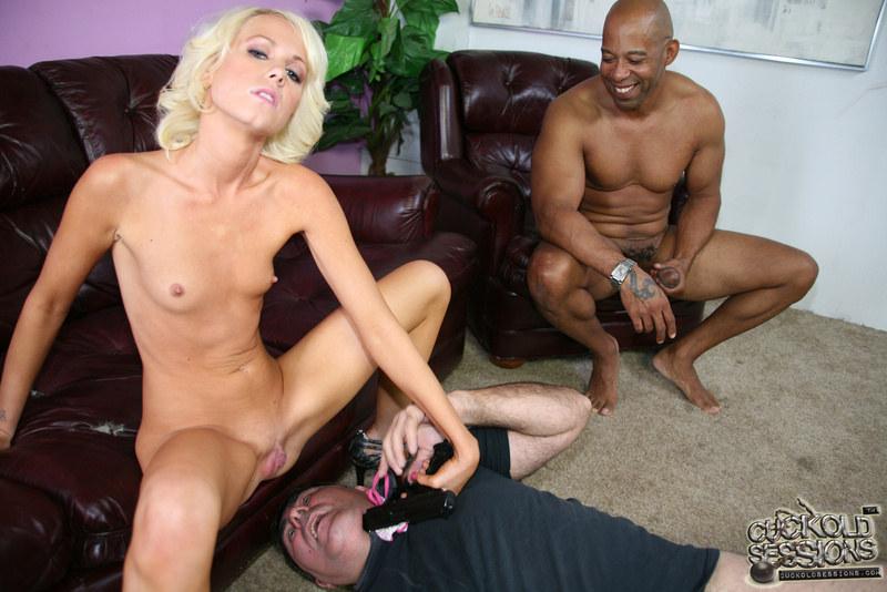 Смотреть Порно Муж Увидел Как Блондинку Трахает Негр