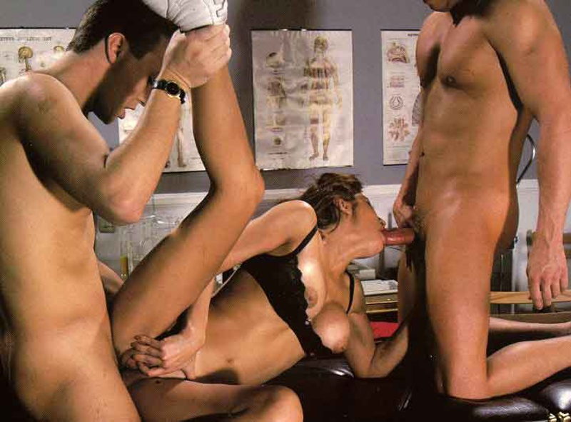 Порно ебут 20 мужиков