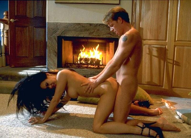 Секс около камина порно