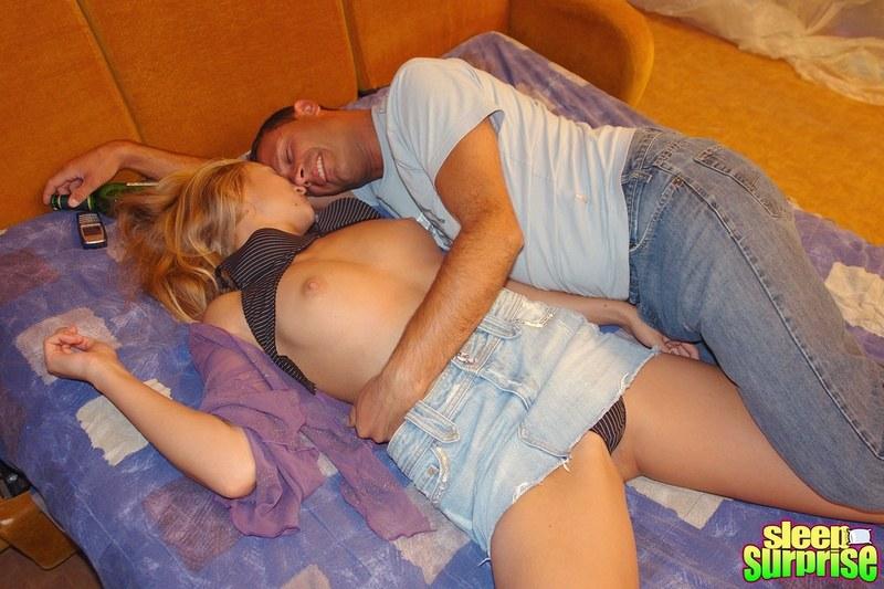 Фото ебли пьяных спящих женщин