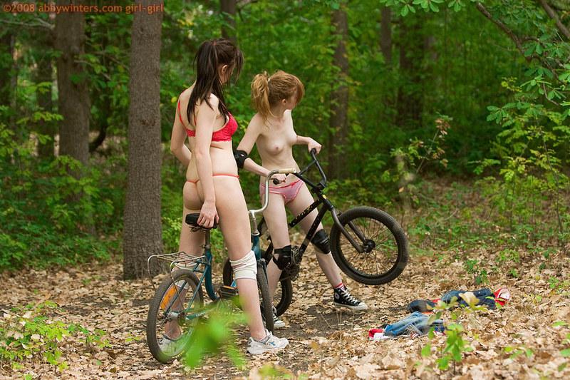 Девушки Катаются На Велосипедах Голышом Архив Скачать