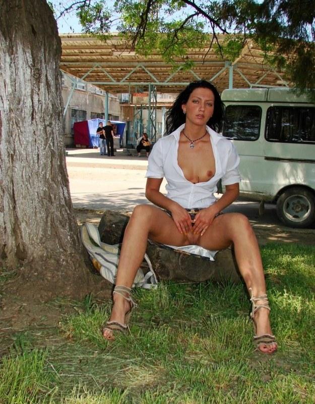 фото девушек под юбками