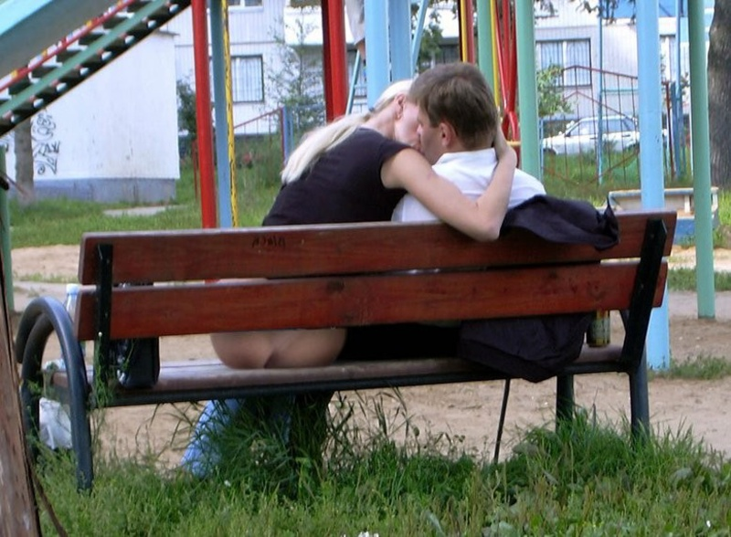Без нижнего белья в публичных местах