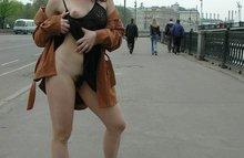 Русских девчонок сразу видать - без белья рассекают по городу