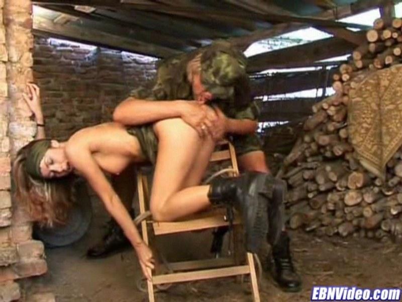 Смотреть порно в сарае с двумя мужиками