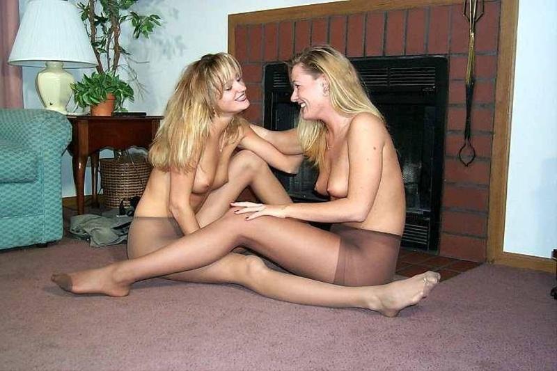 Девушки в чулках №871