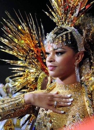 sidya-porno-foto-iz-brazilskogo-karnavala-seksualnie-kitayanki-sayt
