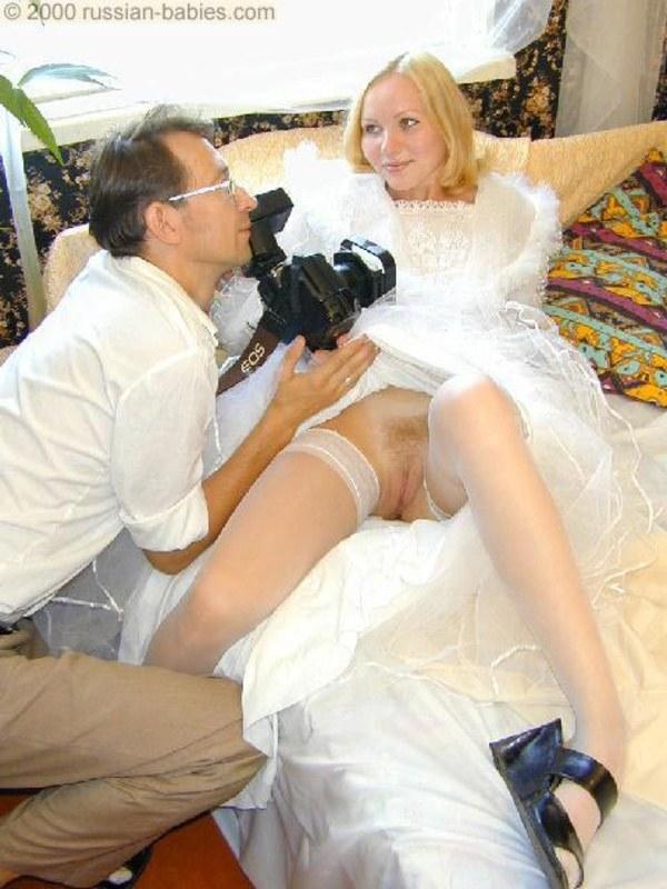 Лижет промежность на свадьбе
