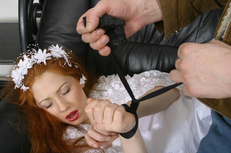 Пьяные голые невесты после застолья готовы на все