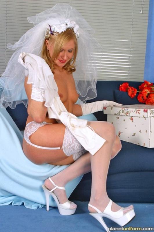 Порно-фото первой брачной ночи - пьяную в сопли невесту может оприходовать любой!