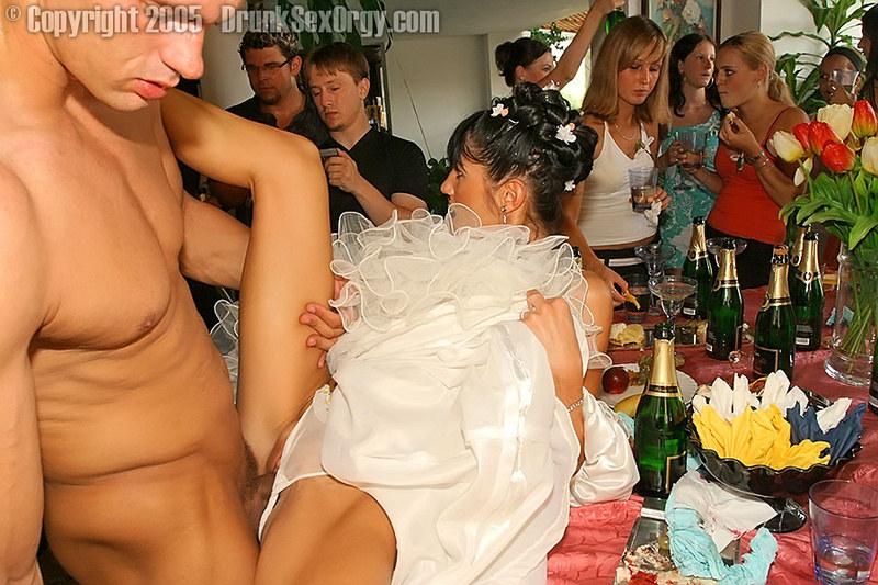 На свадьбе интим