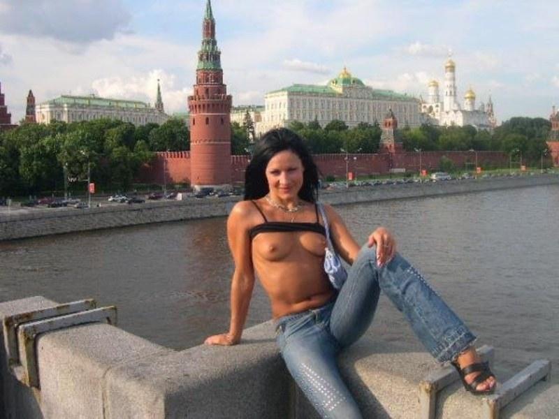 нас голые бабы на улицах москвы может