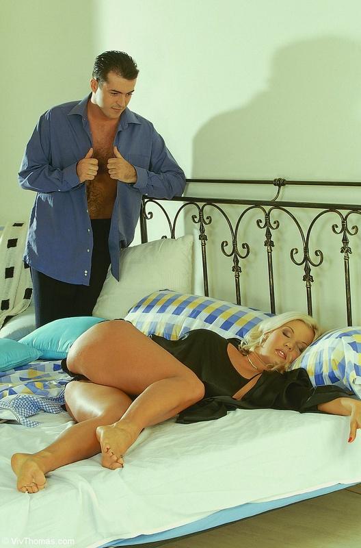 Муж разбудил жену жестким трахом