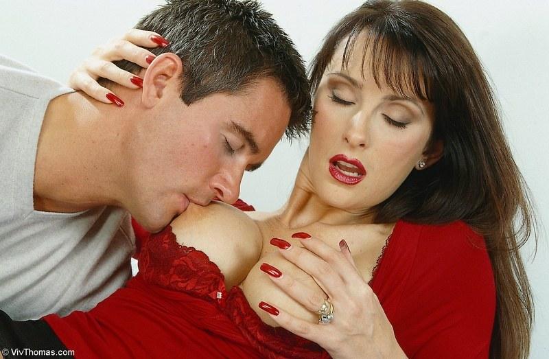 как муж сосет грудь