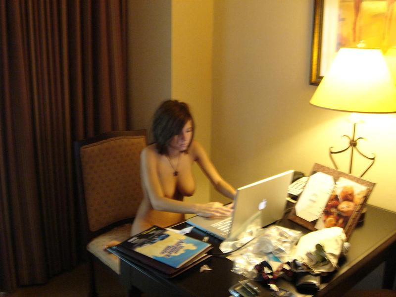 Голые девки с фейсбука - найди свою знакомую!
