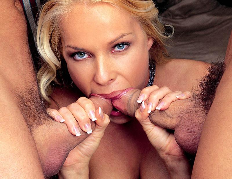 две блондики сосут член фото