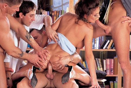 Порно трах ебут по самые гланды галереи