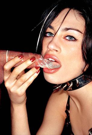 Поедание презерватива со спермой