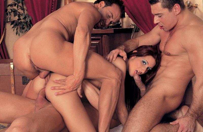 грубый секс втроем два мужика и девушка
