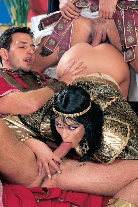 Клеопатра любит большой член порно