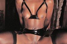 Чернокожая госпожа и ее верный раб