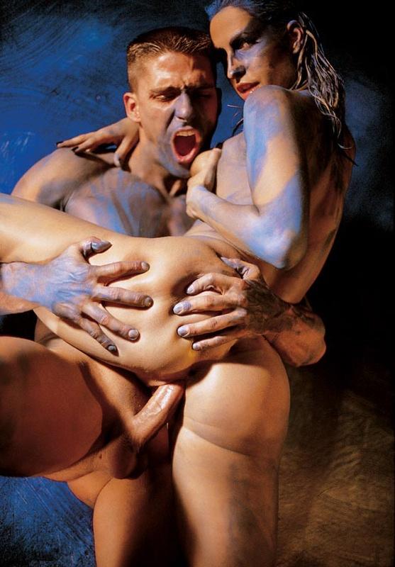 Порно с элементами бодиарта