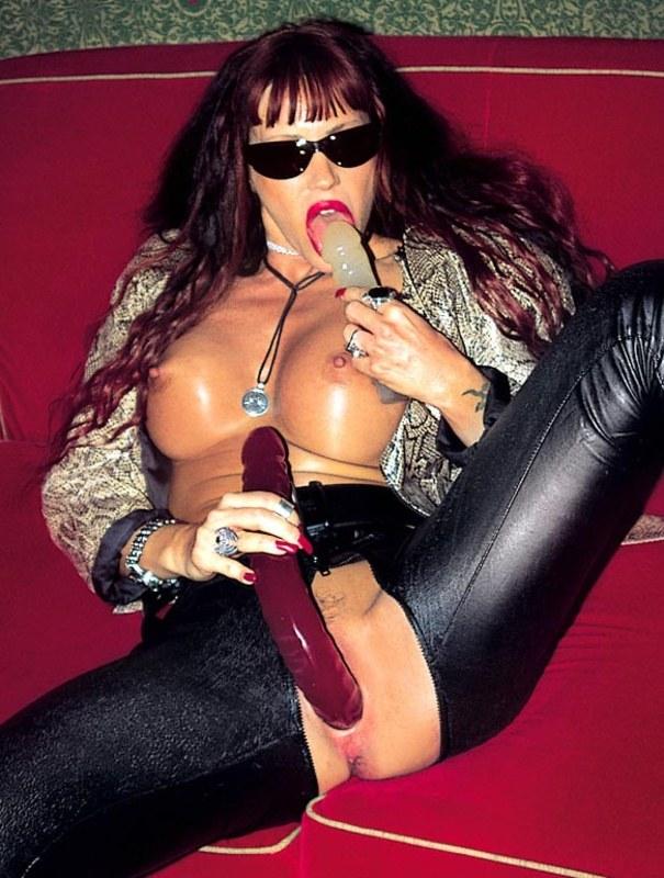 секс проститутки в прозрачных шароварах фото