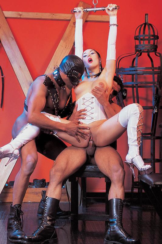 Трое рабов дерут госпожу