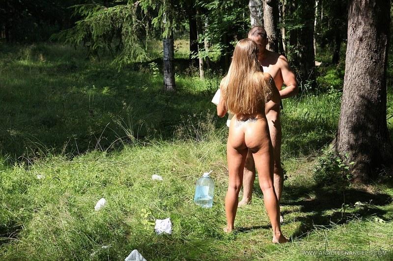 Секс пожилые женщины полные гуляют на природе видео