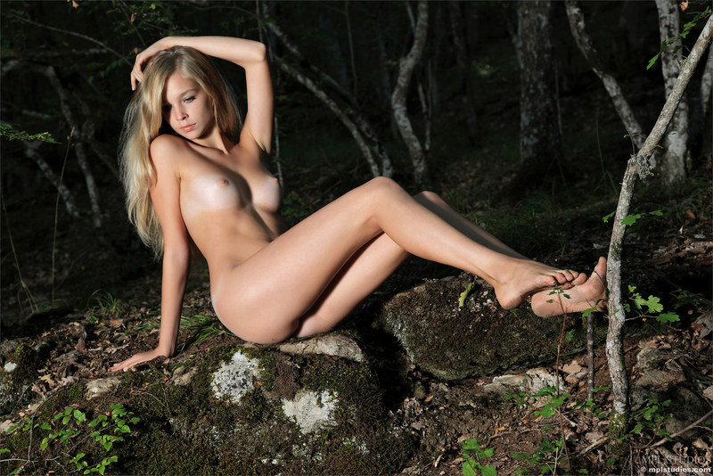 Сексв лесу фотоэротика