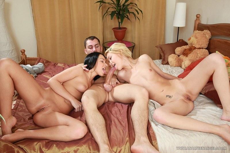 порно три мужчины и две женщины