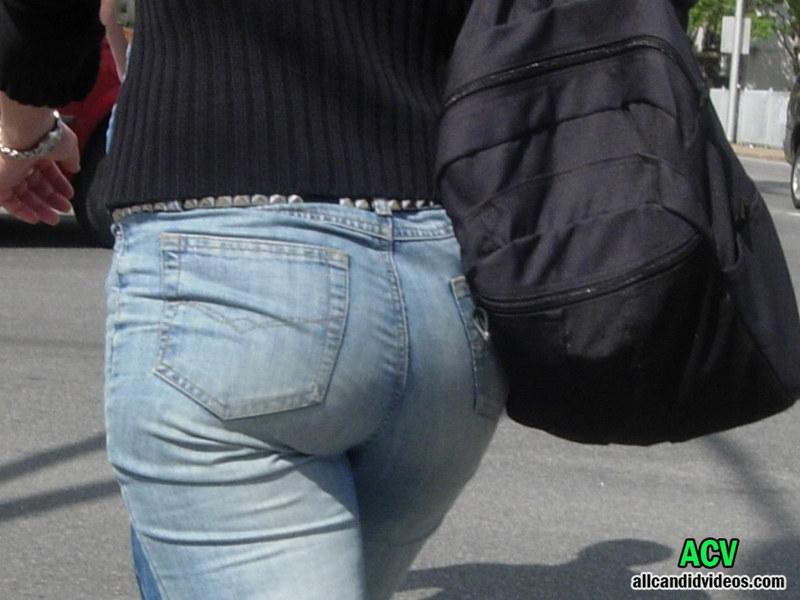 Классные попки на улицах города, научили дрочить член