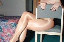 Блондинка на стуле