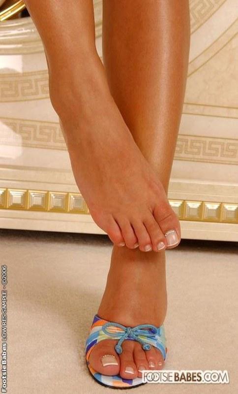 Foot фетиш ноги в босоножках вопрос