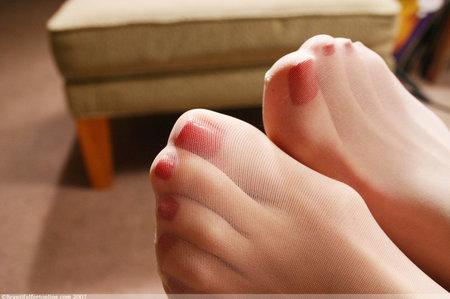 Порно эротика вкусные красивые пальцы женских ног в рф нижнее белье