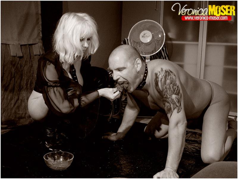 фото госпожа и раб ест из миски