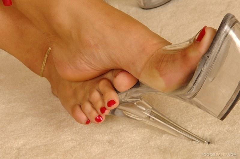 Ножки голые в босоножках ЗДРАВОМ