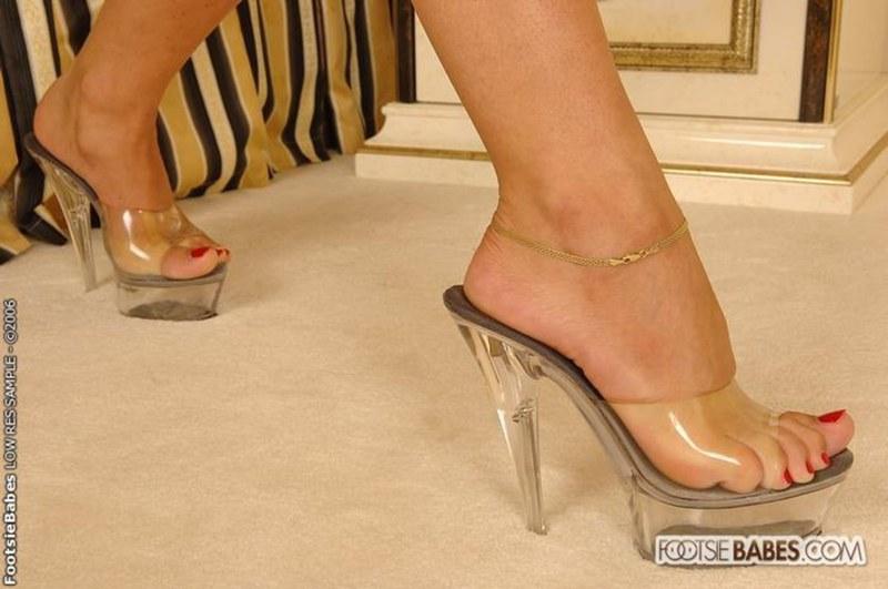 Дрочу в женские туфли секснарод 105