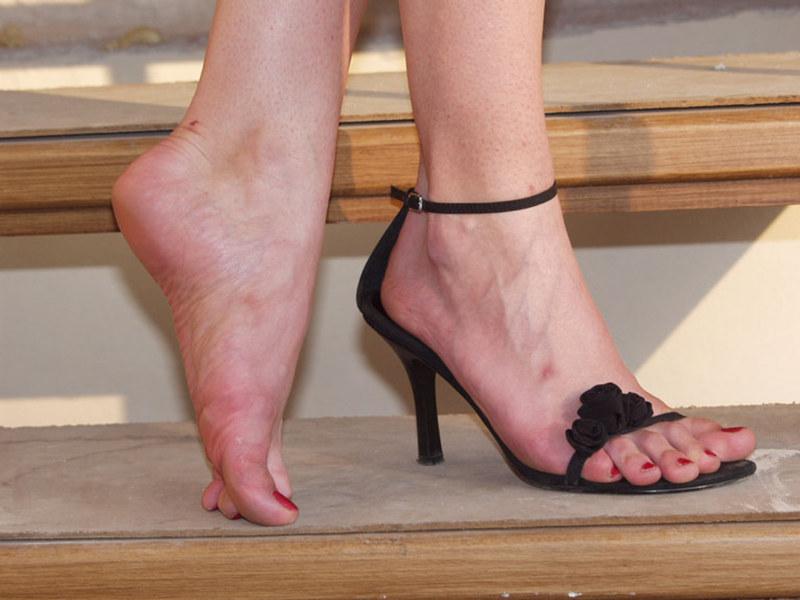 Ступни женских ног видео любом